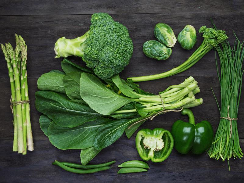 Những loại rau có lá xanh là thực phẩm giúp tuần hoàn máu tốt cho người bị giãn mạch